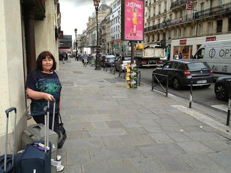 Paris with luggage - c'est no worries