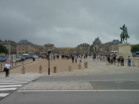 Just a few people at Versailles today