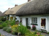 2.1372231563.cute-thatch-houses-at-our-dinner-stop
