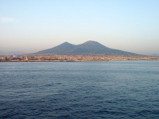 Is that mountain behind Naples..? Yep