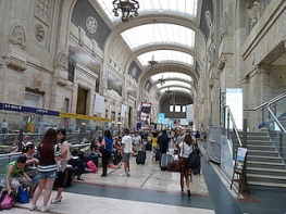 Milano station - need to look past the crowds