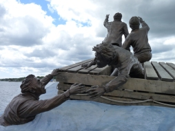 Another statue about migrants and struggles